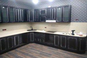 Большая угловая черная кухня - Мебельная фабрика «Рестайл»
