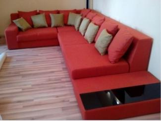Большой диван с подушками