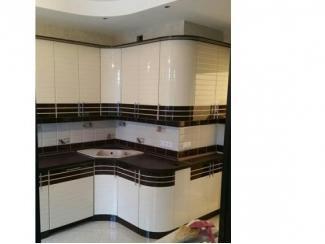 Угловая кухня без ручек