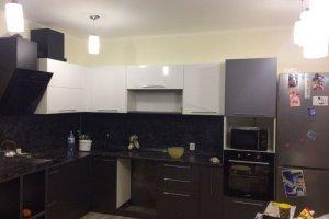 Черно-белая угловая кухня - Мебельная фабрика «Темп»