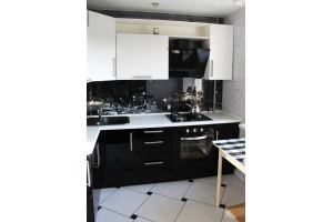 Черно-белая угловая кухня - Мебельная фабрика «АРТ МАРО»