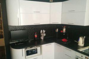 Черно-белая угловая кухня - Мебельная фабрика «IDEA»
