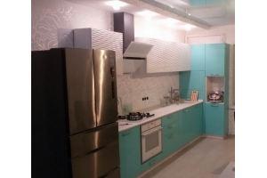 Небольшая кухня белая/бирюзовая - Мебельная фабрика «КУХНИАРТ»