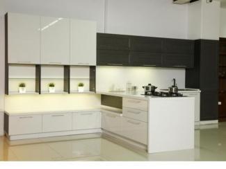 Угловая светлая кухня Модерн     - Мебельная фабрика «Найди»