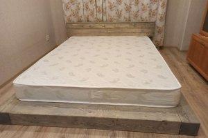Двуспальная кровать Лофт Грей из массива сосны - Мебельная фабрика «Кроваткин18»
