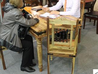 Мебельная выставка Краснодар: Стол деревянный