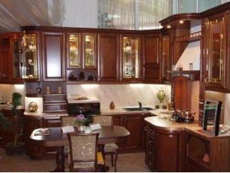 Кухня с фасадом из массива Венеция