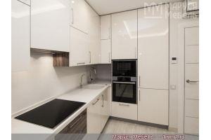 Глянцевая ванильная кухня с пластиковыми фасадами  - Мебельная фабрика «Маруся мебель»