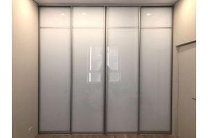 Глянцевый встроенный шкаф-купе - Мебельная фабрика «Красивый Дом»