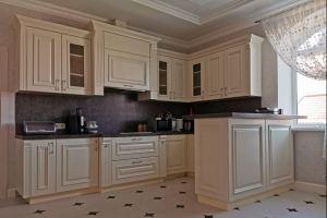 Классическая кухня с полуостровом - Мебельная фабрика «Гранд Мебель 97»