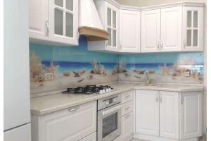 Красивая белая кухня с фартуком - Мебельная фабрика «Дэрия»