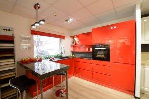 Красная глянцевая угловая кухня - Мебельная фабрика «Командор»