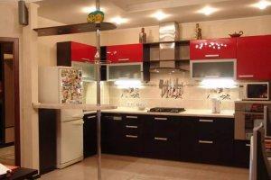 Красная кухня с барной стойкой - Мебельная фабрика «Мебелина»