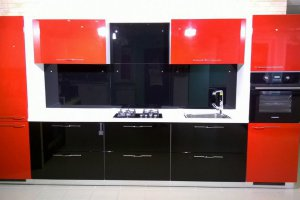 Красно-черная кухня - Мебельная фабрика «Фаворит-Плюс», г. Москва