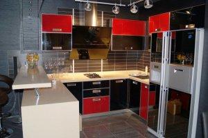 Красно-черная угловая кухня - Мебельная фабрика «Mirati»
