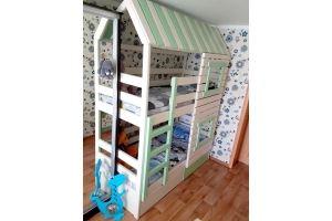 Кровать-домик 3 двухъярусная деревянная - Мебельная фабрика «Массив»