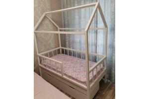 Кроватка Дом - Мебельная фабрика «Дэрия»