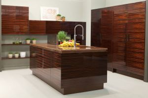 кухня ALBERO в отделке из натурального шпона - Мебельная фабрика «ЕВРОПЛАК»