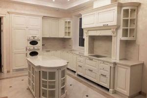 Кухня белая классическая с островом - Мебельная фабрика «Курдяшев-мебель»
