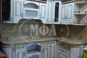 Кухня белая с патиной 70 - Мебельная фабрика «МФА»