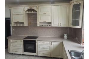 Кухня белая угловая большая - Мебельная фабрика «Дэрия»