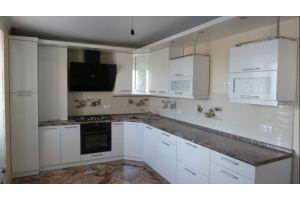 Кухня большая угловая белая - Мебельная фабрика «Кухня России Все под рукой»