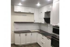 Кухня большая угловая белая - Мебельная фабрика «Омега»