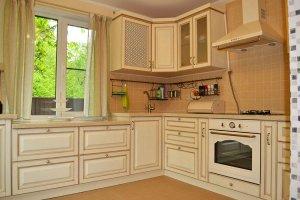 Кухня массив угловая светлая - Мебельная фабрика «Курдяшев-мебель»