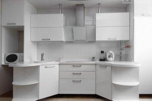 Кухня матовая эмаль белого цвета симметричной формы - Мебельная фабрика «Маруся мебель»