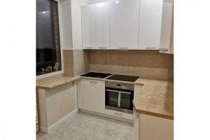 Кухня п-образная светлая - Мебельная фабрика «Омега»