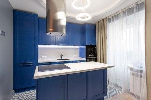 Кухня прямая синяя с островом - Мебельная фабрика «ЮЛИС»