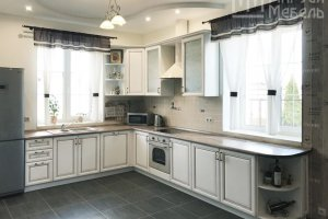 Кухня с двумя окнами из массива Нокта - Мебельная фабрика «Маруся мебель»