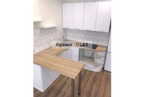 Кухня современная с красивой плиткой - Мебельная фабрика «Кухни OLLI»