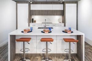 Компактная кухня с фасадами Rehau - Мебельная фабрика «Евроньюформ»