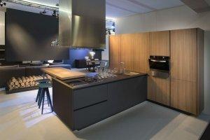 Современная Кухня с фасадами Rehau - Мебельная фабрика «Евроньюформ»