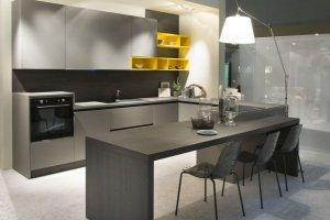 Кухня с ярким элементом Rehau - Мебельная фабрика «Евроньюформ»