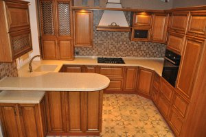 Кухня с фасадом из массива дуба - Мебельная фабрика «Faberge»