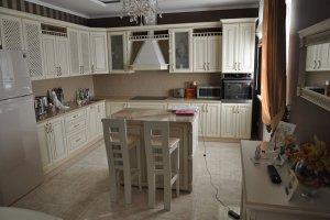 Кухня с фасадом из массива ясеня - Мебельная фабрика «Faberge»