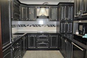 Кухня с фасадом из массива ясеня черного цвета - Мебельная фабрика «Faberge»