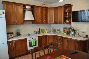 Кухня с фасадом из массива ясеня Т516 - Мебельная фабрика «Faberge»