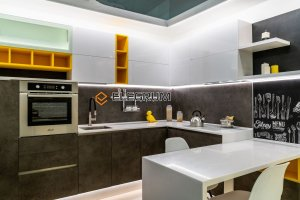 Кухня с фасадом ЛДСП Egger + Акрил - Мебельная фабрика «ELEGRUM»