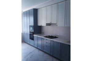 Кухня с рамочным фасадом под потолок - Мебельная фабрика «Формада»