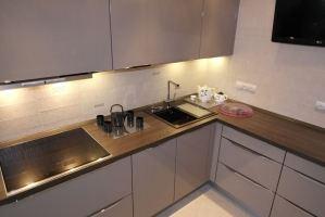 Кухня с торцевыми ручками - Мебельная фабрика «Элна»