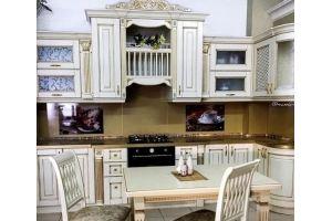 Кухня светлая угловая с вензелями - Мебельная фабрика «Массив»