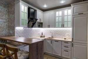 Кухня угловая белая - Мебельная фабрика «ELEGRUM»
