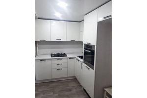 Кухня угловая белая под потолок - Мебельная фабрика «МиАн»