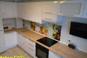 Кухонный гарнитур с фартуком из стекла с фотопечатью - Мебельная фабрика «Мебель СТО%»