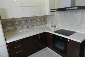 Маленькая глянцевая кухня - Мебельная фабрика «Династия»