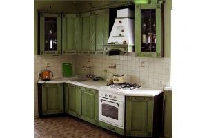 Небольшая угловая зеленая кухня - Мебельная фабрика «Массив»