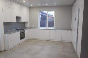 П-образная белоснежная кухня - Мебельная фабрика «SamSam»
